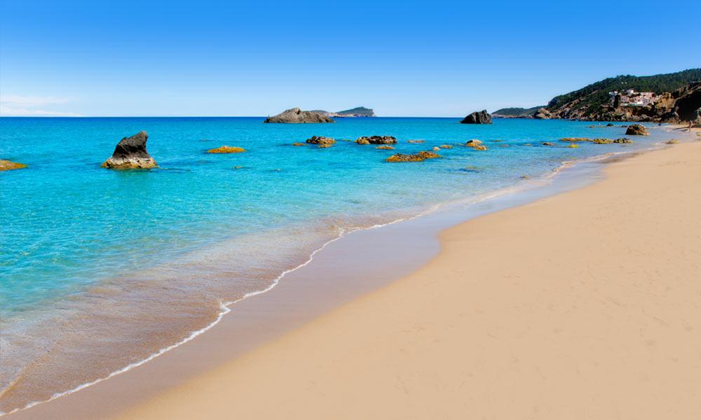 Aigua Blanques | Absoluut een van de mooiste stranden van Ibiza en heeft bijzonder mooi turquoise water