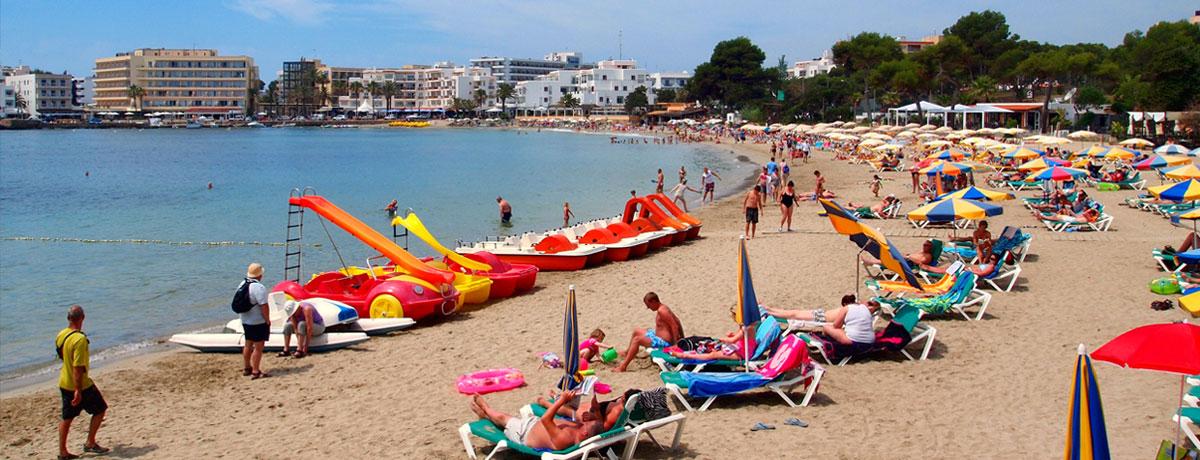 Es Canar of Es Cana is een kleine badplaats of eigenlijk is het een dorpje op Ibiza waar rust centraal staat