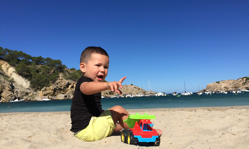 Ibiza met kinderen is zeker aan te raden. Cala Vadella is een top strand voor jong en oud