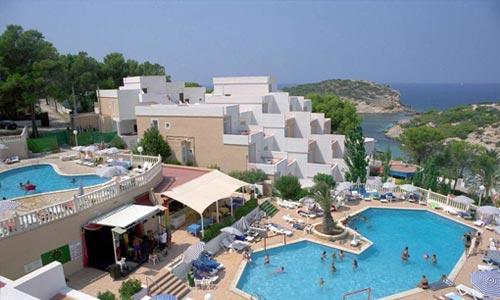 Barcelo Portinatx hotel op Ibiza is een top hotel voor een heerlijke adults only vakantie in Cala Portinatx