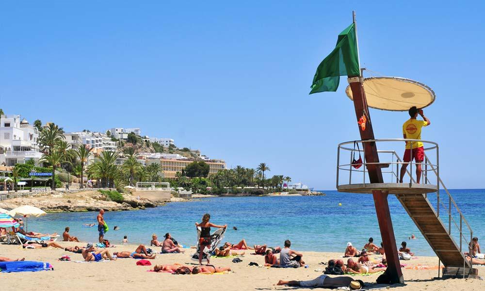 Het strand van Figueretas op Ibiza